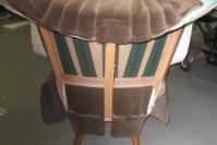 oude cocktail fauteuil in de steigers